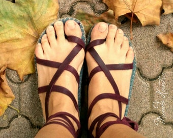 """Spadrilles sandals of cross-skinned strips. Natural jute sandals and leather. Mod""""peregrinas Semiplane."""""""