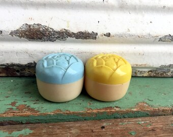 Vintage birds salt and pepper shakers Yellow and blue Roses Flowers Plastic