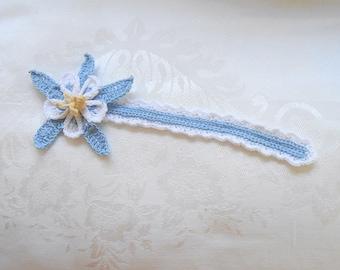 Columbine flower bookmark, blue and white thread crochet bookmark, bookworm gift, readers gift, irish crochet, unique bookmark
