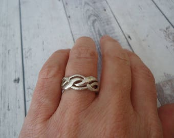Vintage 925 Sterling Swirl Design Ring, Stardust Texture, Size 8, 6 Grams, Twist Design Band Ring, Sterling Silver Ring