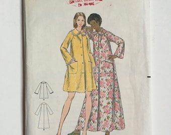 Vintage Sewing Pattern Women's 70's Partially Uncut, Butterick 5743, Misses Robe (XS)