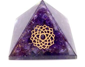 Crown Chakra Symbol Orgonite Pyramid 6.5cm Orgone Energy Ornament Paperweight
