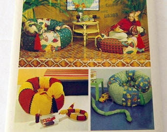 Simplicity Decorator Pattern #6066 copyright 1973 Uncut, Tube Chair and Snake Toy