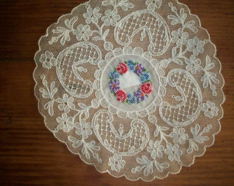 1 Pretty doily with pettipoint center