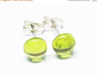 25% OFF Peridot Gemstone . SMALL 6mm Smooth Domed Round . Sterling Silver Posts Studs Earrings . Lime Green Earrings . Free Shipping . E1617