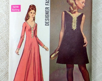 Simplicity 8493 Vintage Dress Pattern 1960s Bust 32.5 Mod Valley of the Dolls plunging neckline Grecian Retro