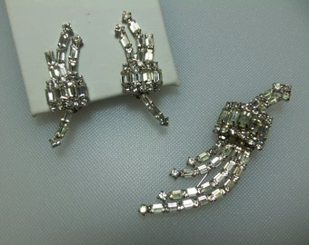 Glamorous Vintage Clear Baguette and Chaton Prong Set Rhinestone Silver Tone Pin and Earrings Set