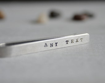 Personnalisable, barre de liaison personnalisé. Pince à cravate pour cravate Slim ou régulier. Idée de cadeau pour les hommes