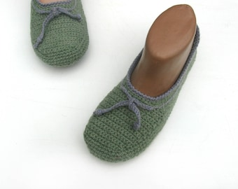 Women's crochet slippers, Hand knit linen slippers, Handmade home shoes, Green slippers, Light crochet slippers, Vegan, Slippers felt sole