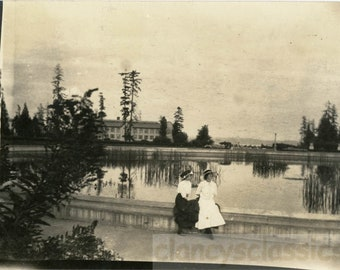 vintage photo 1912 University of Washington Seattle Lily Pond Edwardian Women