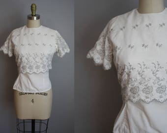 1950s Blouse // Embroidered Eyelet Detail // Small