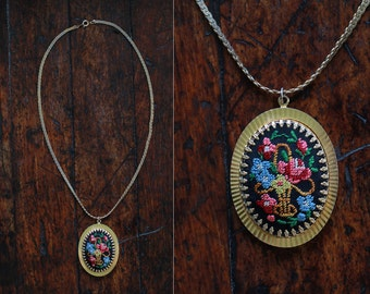 vintage necklace / Victorian locket  / 1960s Needlepoint Cameo Necklace