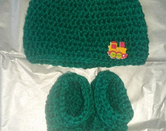 Handmade crochet baby hat and bootie set