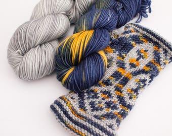 Thorin Oakenshield Gauntlets - Knitting Gift - Christmas gift for LOTR fans - The Hobbit - knitting pattern yarn kit - colourwork gloves DK
