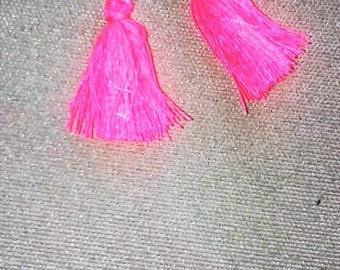 LOT DE 2 POMPONS 25mm en coton rose fluo