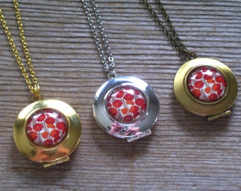 Red Poppy Locket, Retro Floral Locket, Red Flower Locket, Boho Locket, Round Locket, Photo Locket Pendant Necklace, Floral Jewelry