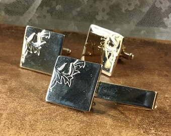 Handsome Gold Tone Floral Etched Cufflink Tie Bar Set Unsigned Square Heads 1970's 1980's Tie Cuff Man Jewelry Shiny Smooth Flat Surface