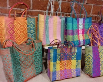 WHOLESALE 10 Medium plastic bags hand-woven, plus 10 pom-poms * * * seleccionalas yourself * * * ready to send * * *