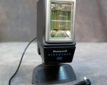 BTS Honeywell Strobonar 100 Camera Flash with Sync Cord