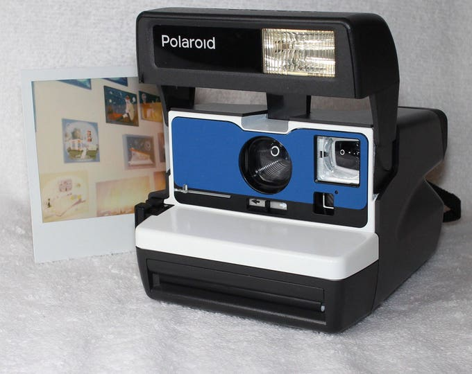 White and Blue Front Fully Working Polaroid 600 OneStep With Close Up And Flash Built-In