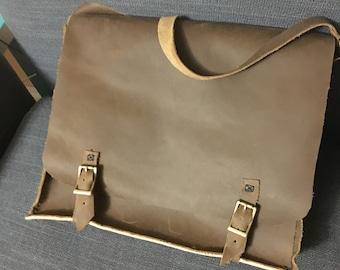 Stone oiled messenger bag