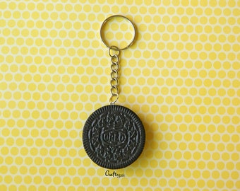 Oreo real size keychain (chocolate and vanilla) / miniature food / polymer clay jewelry