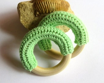 Wooden ring raw crocheted green 52 mm