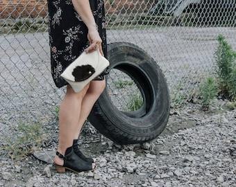 Beautiful black and white cowhide clutch bag! Clutch / cowhide clutch