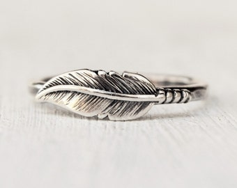 Silver Feather Ring, Unique Wedding Ring, Silver Stacking Ring , Boho Feather Band, Bridesmaids Ring, Gift for Her, BFF Jewelry
