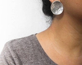 Oxidized sterling silver earrings / Round disc earrings / Raw silver / Rustic jewelry / Posts / Handmade jewelry / Gift for her / Primitive