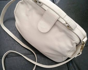 SAS Hand Sewn Ivory Leather Handbag.