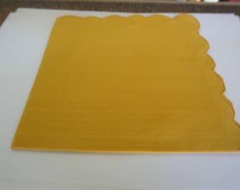Vintage Gold Linen Napkins / Scallop Napkins / Gold Napkins / Gold Cotton Napkins / Dinner Napkins / Tableware / Table Napkins