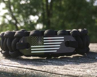 Patriotic bracelet for men, American flag jewelry, Torn black and white USA flag bracelet for Husband, Boyfriend, Dad, Brother, Uncle or Son