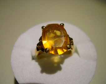 Goldtone and Citrine colored Ring