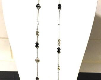 Necklace trend with a pendant connector shaped large cross silver and black