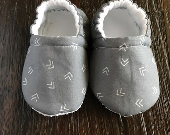 Gray baby booties // Gray baby crib shoes
