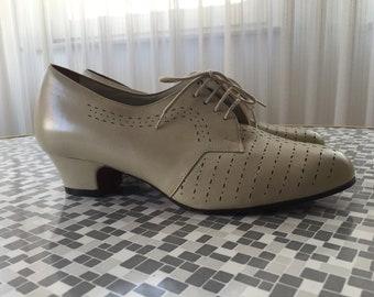 50s 60s 70s lace-up Granny Shoes beige leather sz 4,5