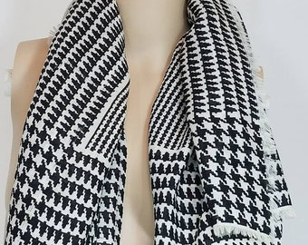 VINTAGE Black and White Houndstooth Pattern Scarf