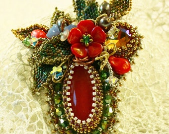 """Pearl brooch """"Bouquet"""" with freshwater pearls and cherry quartz"""