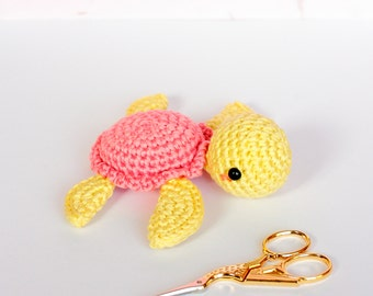 Baby squeaky toy crochet turtle plush, Stuffed turtle crochet squeaker, Sea turtle stuffed animal, Baby shower gift, Sensory toys, Baby gift