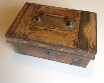 Vintage cash box