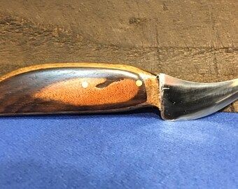 Curved utility knife from saw blade