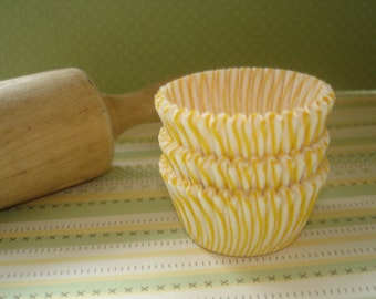 Mini Cupcake Liners Yellow Stripe  Paper Baking Cups , Cake Pops  Candy Cups 60