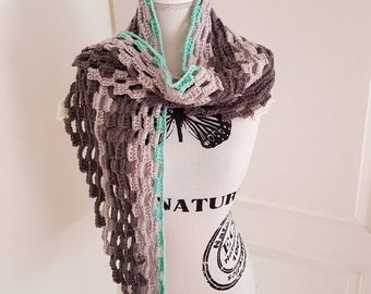 Scarf in grey and green tones.