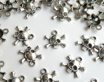 10 Halloween Skull & Crossbones small charms antique silver 14x14mm DB23120