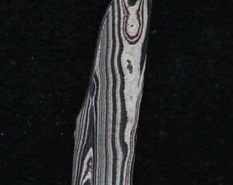 Fordite pendant, black silver maroon, silver jump bail 9ct