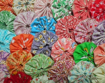 30 - 1930's Reproduction  Feedsack 1 1/2 inch Yo Yo Fabric Quilt  Block Applique Trim Pieces Embellishment Hair Clip