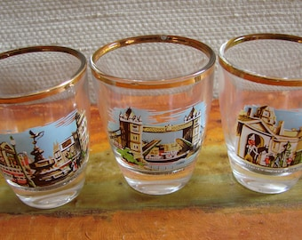 Set of 3 Vintage LONDON Souvenir SHOT GLASSES, 1970s London Landmarks, Tower Bridge, Piccadilly Circus, Horse Guards Parade, Bar accessories