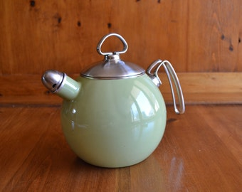 Vintage Avocado Green 1.5 Quart Whistling Chantal Tea Kettle