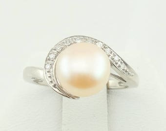 Stunning Cream Colored Pearl Vintage 10K White Gold And Diamond Swirl Ring FREE SHIPPING!  #10WGDM-SR